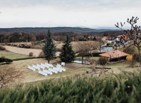 Novi prostor za intimno vjenčanje uz GoDji rasvjetu i DJ-a – Day weddings by Zahra 2