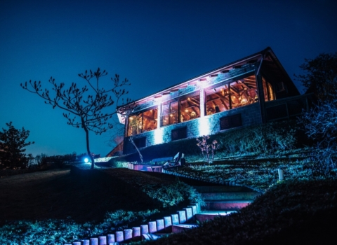 Novi prostor za intimno vjenčanje uz GoDji rasvjetu i DJ-a – Day weddings by Zahra